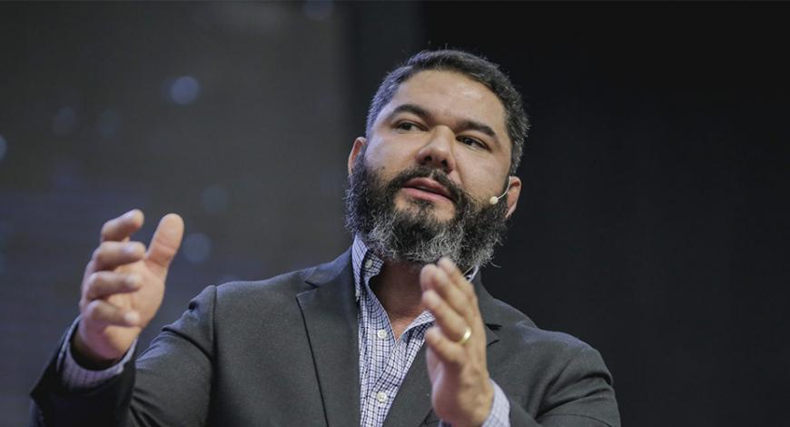 Bispo Lucas Cunha destaca que Deus se move em meio à obediência
