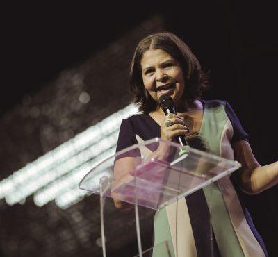 Bispa Ana Célia Lira ministrou no Culto de Quebra de Maldições que a fé consolida novas estruturas