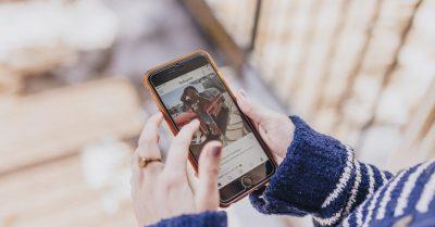 """Comportamento nas redes sociais é um reflexo da fé"""", lembra teóloga"""