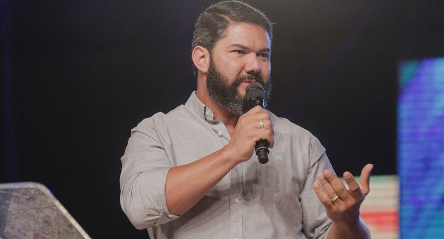 Bispo Lucas Cunha ministra da Celebração Profética 2019