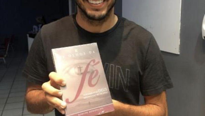 """""""Gosto de ler livros do Bispo Rodovalho"""", diz jogador Yago Felipe sobre a quarentena"""