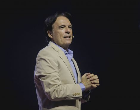 Bispo Robson Rodovalho ministrou nos cultos de domingo sobre o Poder da Vontade de Deus