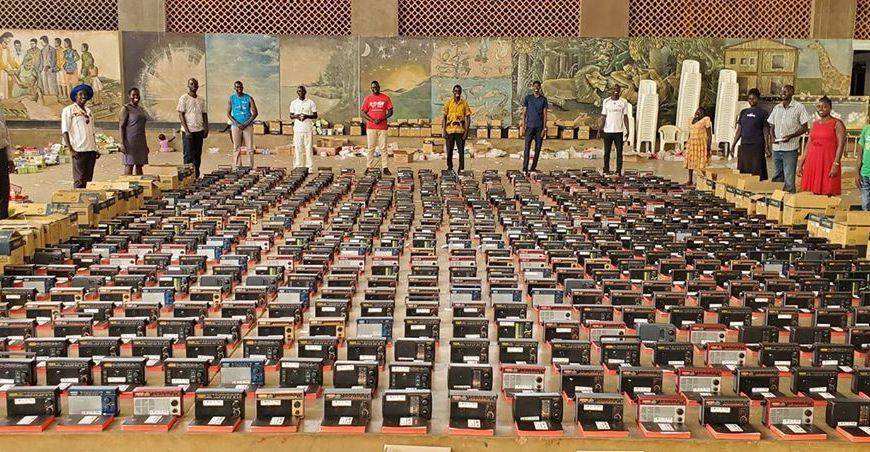 Mil exemplares da Bíblia são distribuídos em Uganda
