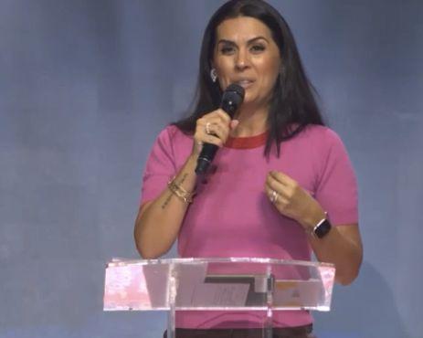 Bispa Priscila Rodovalho Cunha destaca a força da Mão de Deus sobre os indivíduos