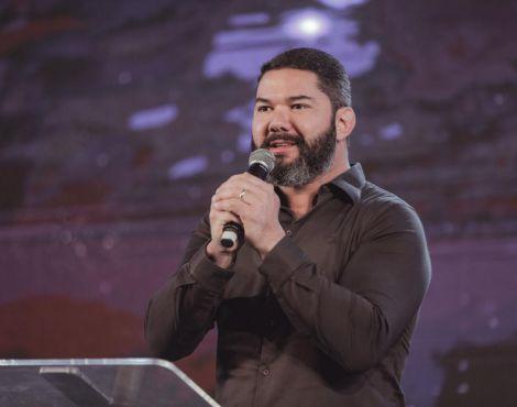Bispo Lucas Cunha ministrou sobre ter um rosto resistente diante das crises