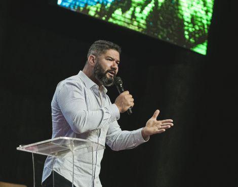 Bispo Lucas Cunha ministrou sobre a obediência de Noé