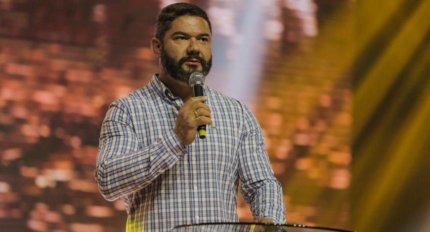 Bispo Lucas Cunha ministrou na terça-feira sobre aprender a discernir