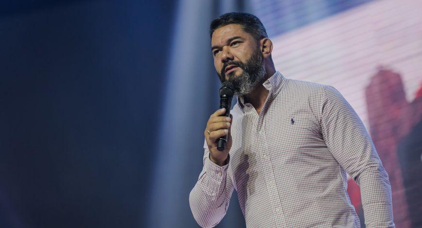 Bispo Lucas Cunha ministrou na terça sobre não ser escravo do medo