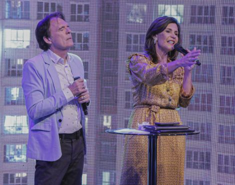 Bispos Robson e Lúcia Rodovalho geram mover profético em  avivamento