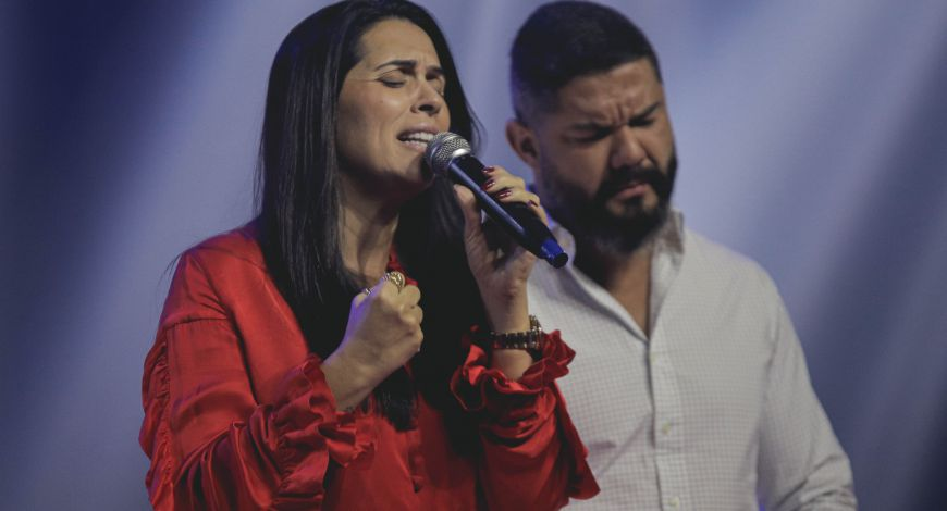 Bispos Lucas e Priscila Cunha celebram Santa Ceia na Embaixada SNT
