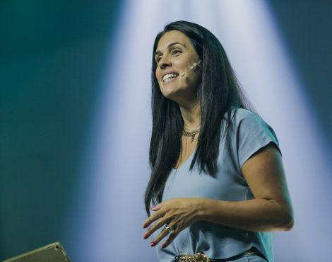 Bispa Priscila Cunha Rodovalho ministrou sobre ver mais longe