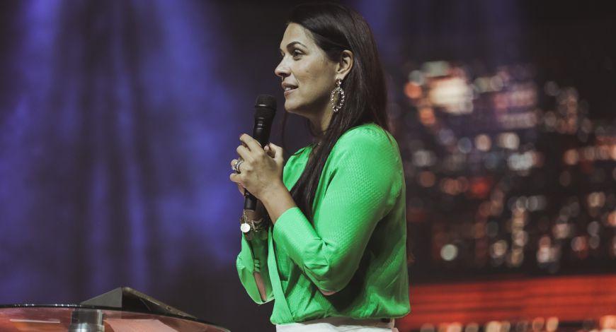 Bispa Priscila Cunha Rodovalho pregou sobre batalha espiritual
