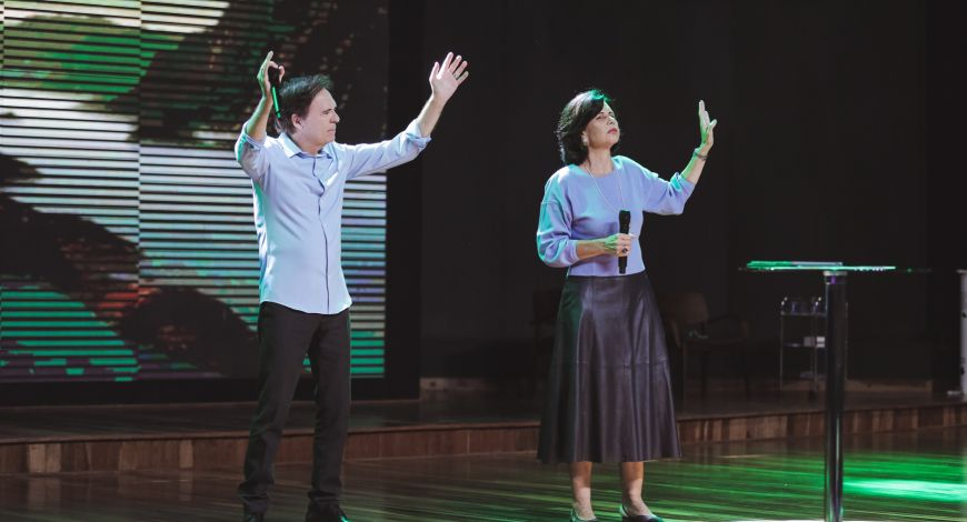 Bispos Robson e Lúcia Rodovalho profetizam novas bênçãos e milagres