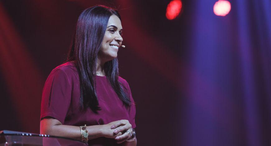 Bispa Priscila Rodovalho Cunha ministra sobre vencer conflitos