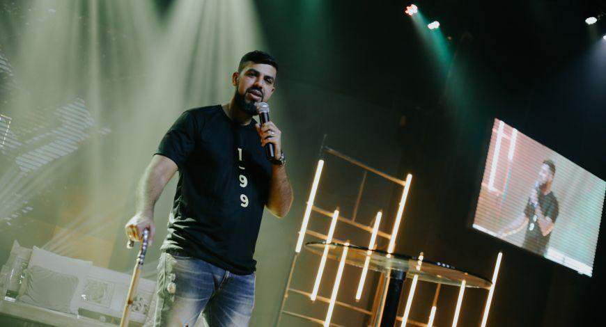 Pastor Gian Pinheiro ministrou no Arena sobre confronto e comunicação