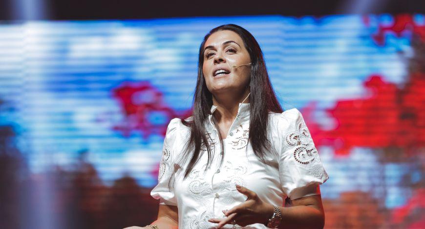 """""""Assuma suas responsabilidades"""", diz Bispa Priscila Rodovalho Cunha"""