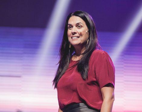 Bispa Priscila Rodovalho Cunha ministra sobre a força de semear