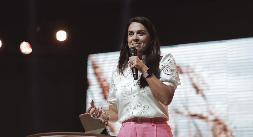 """""""Quais são suas guerras? Tenha a certeza que Jesus já venceu por todos nós"""", diz Bispa Priscila Rodovalho"""