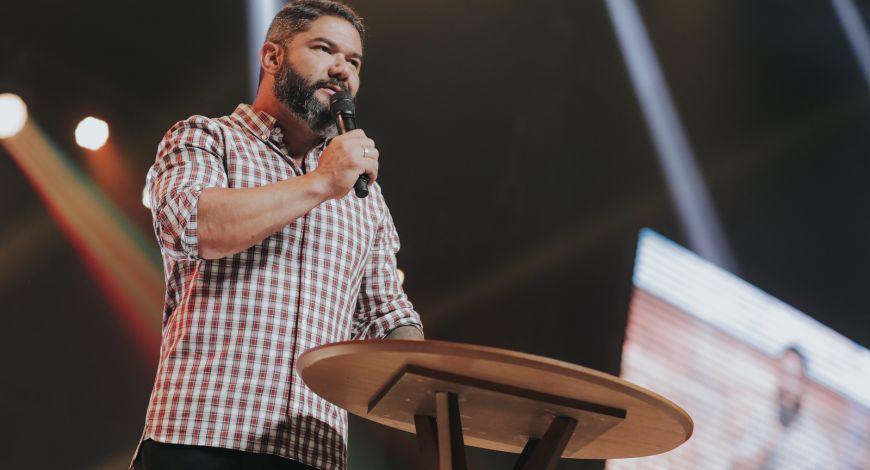 """"""" As promessas se resultam de nossa aliança ao Senhor"""", diz Bispo Lucas Cunha"""