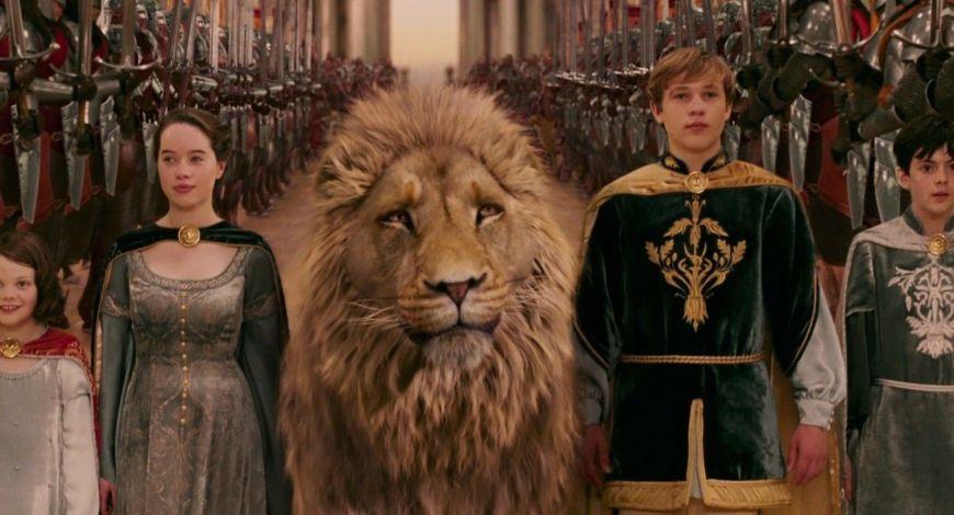 Estudante de Harvard encontra Deus através de leão, bruxa e guarda-roupas