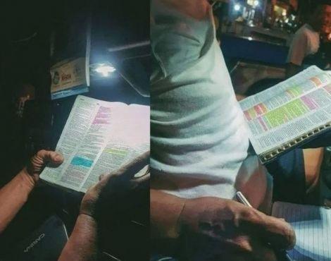 Motorista viraliza nas redes ao ser fotografado estudando a Bíblia