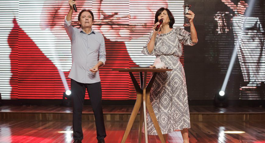 Bispos Robson e Lúcia Rodovalho ministram a Santa Ceia