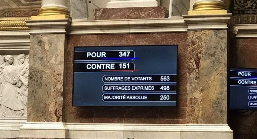 """Assembleia da França aprova lei que """"restringe a liberdade de culto"""""""