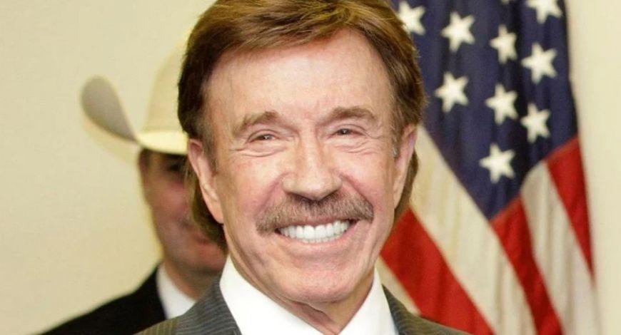 """""""Minha mãe orou por mim a vida toda"""", diz Chuck Norris"""