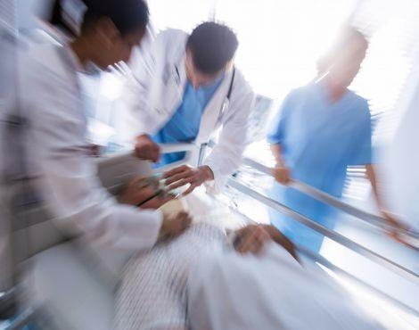 Socorrista cristão ora por paciente sem sinais vitais e ele volta a vida