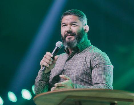 """""""Quando Jesus intervém, tudo muda"""", diz Bispo Lucas"""